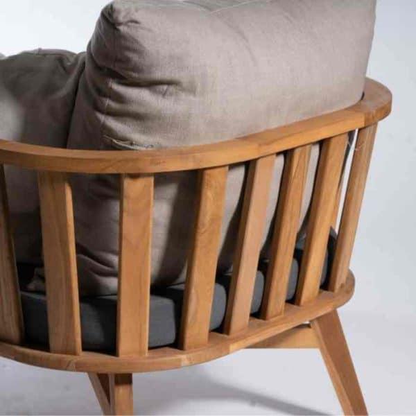 DAVID כורסא מעוצבת מעוגלת מבסיס עץ טיק