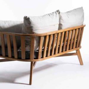 DAVID ספה זוגית מעוצבת מעוגלת מבסיס עץ טיק